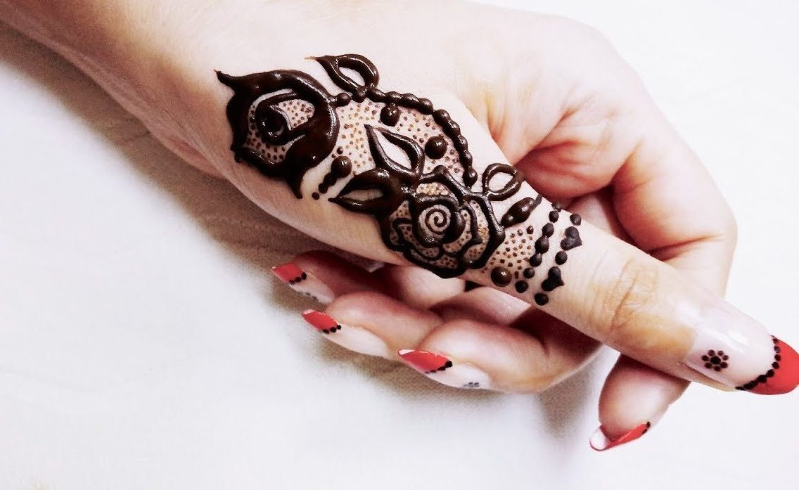 thumb mehndi design