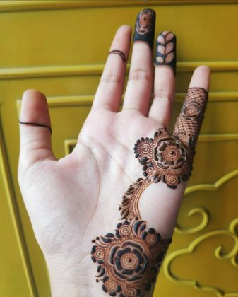 Mehndi design for college girls