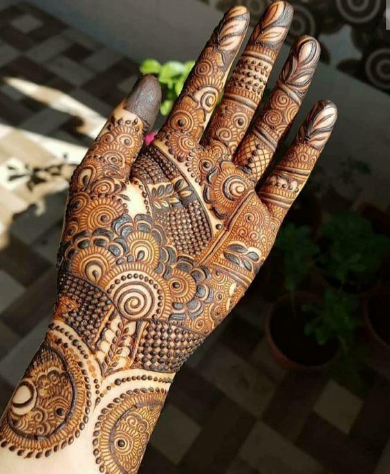 Rakshi henna designs